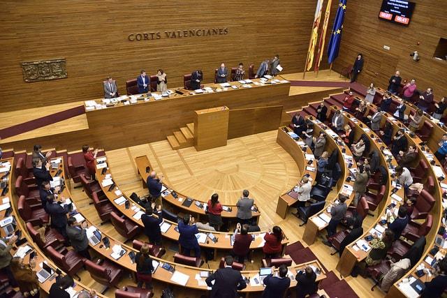 """El PSPV-PSOE presenta una declaración institucional en Les Corts reivindicando """"el diálogo sosegado, el Estado de Derecho y la Constitución"""""""