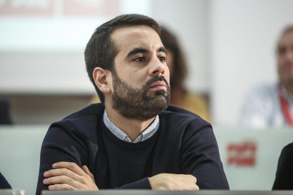 """Muñoz: """"El Partit Popular protegeix a una elit adinerada perquè siguen les rendes mitjanes i baixes les que paguen els impostos"""""""