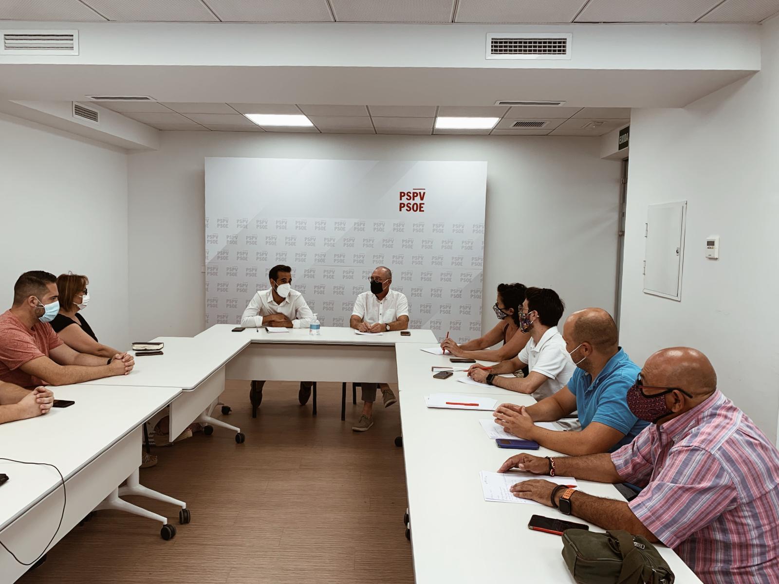 """Muñoz es reuneix amb els nous secretaris generals del PSPV-PSOE de Serra i La Pobla de Vallbona i demana continuar fent """"una política responsable de cerca d'acords"""""""